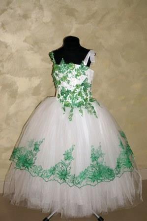 Платье белое с зеленым, бабочки