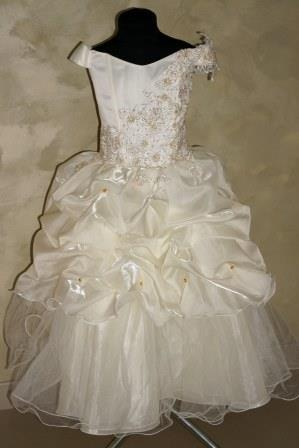 Платье кремовое, на корсете гипюр и золотые бусины