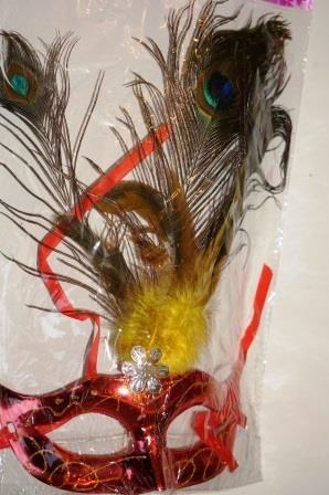 Маска с перьями павлина
