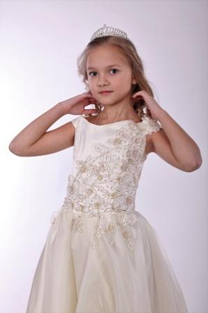 Платье кремовое, на корсете гипюр