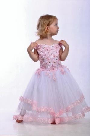 Платье бело-розовое с кружевом