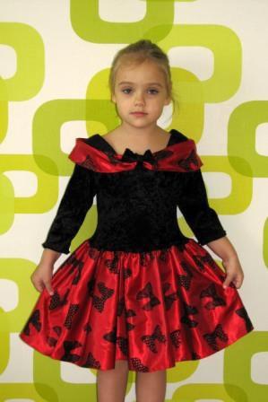 Платье черно-красное в бантики