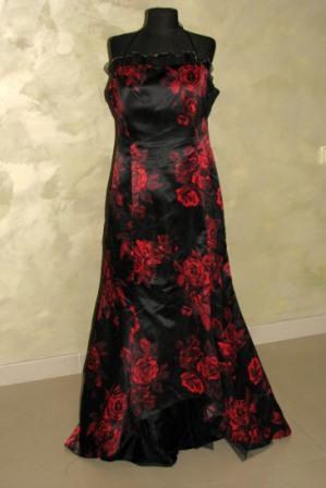 Платье черное в красные розы
